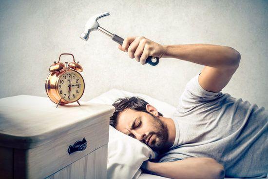 adam ve alarm saati